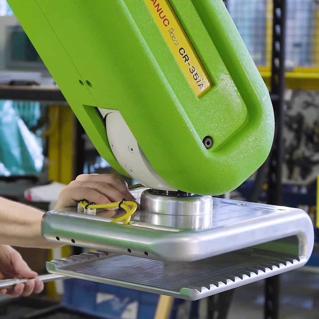 Collaborative robot assisting operator